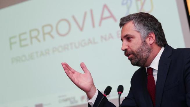 Empresas chinesas interessadas em fornecer material circulante a Portugal